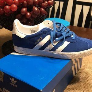Adidas gazelle j size 4.5 blue suede.